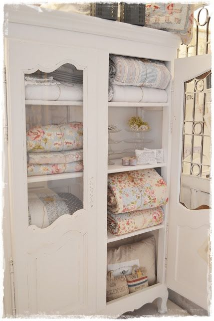 I LOVE this cabinet and it does look so lovely with beautiful quilts inside!