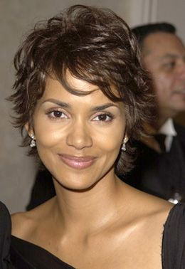 coiffures halle berry and baies on pinterest. Black Bedroom Furniture Sets. Home Design Ideas