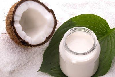 Cabeleira Crespa: cabelo ressecado? leite de coco já!
