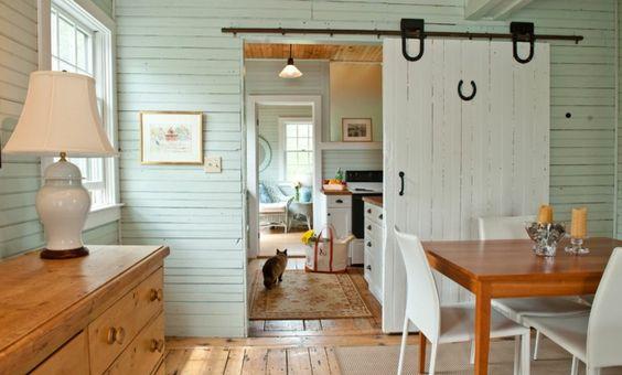 schiebetür küche holz esstisch holz weiße stühle holzboden - schiebetür für küche