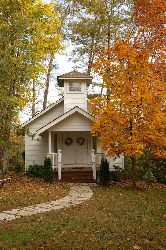 Country chapel at Bluff Mountain Inn. bluffmountaininn.com