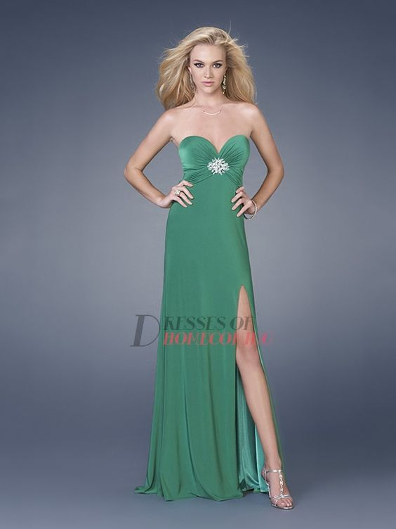 #green dresses, green dresses, green dresses???  Brown Dress #2dayslook #BrownDress #sunayildirim  www.2dayslook.com