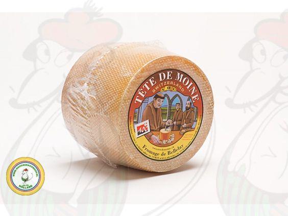 Der Tête de Moine ist halbhart, dunkelgelb mit einem gelben gerippten braune Kruste. Der Käse wird nicht geschnitten, sondern auch gehobelt, jetzt in der Regel mit einem Käseschaber. http://www.goudakaeseshop.de/edam-kaese-baby-gouda-und-kleine-kaese/tete-de-moine-kaese.html