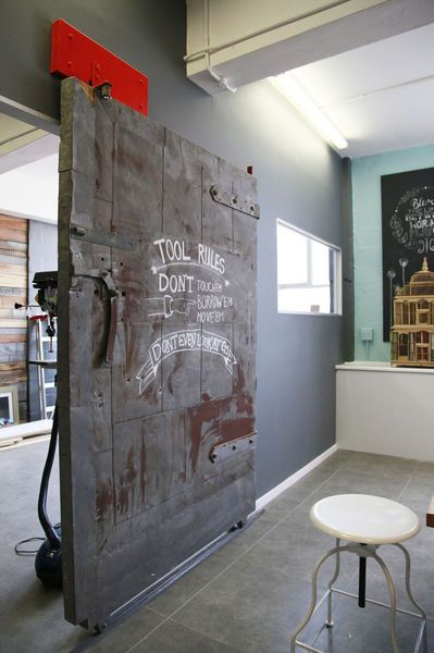 porte coulissante style industriel gumtree industrial door old train door deco interrieur. Black Bedroom Furniture Sets. Home Design Ideas