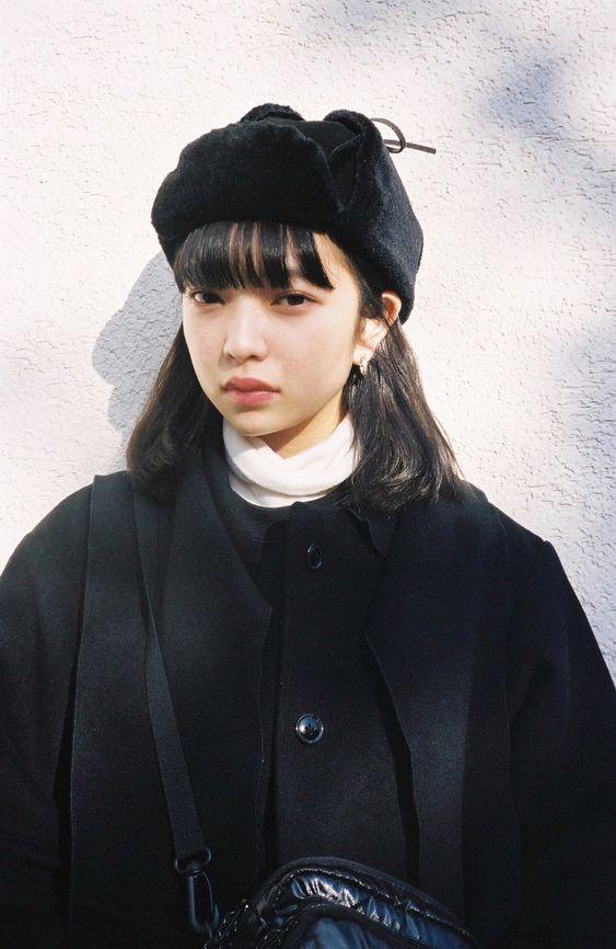 黒でまとめる田中芽衣