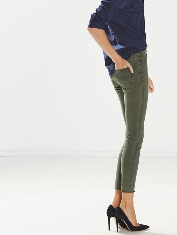 MOTHER®| The High Waisted Looker Ankle Fray - High Rise - DENIM