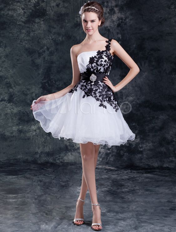 Two-Tone Wedding Dress One-Shoulder Knee-Length Strapless Tiered Lace Wedding Gown