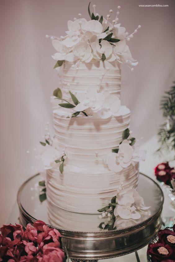Bolo de casamento. Coquetel e Lançamento Coleção de Noivas Autêntica por Thiago Almeida