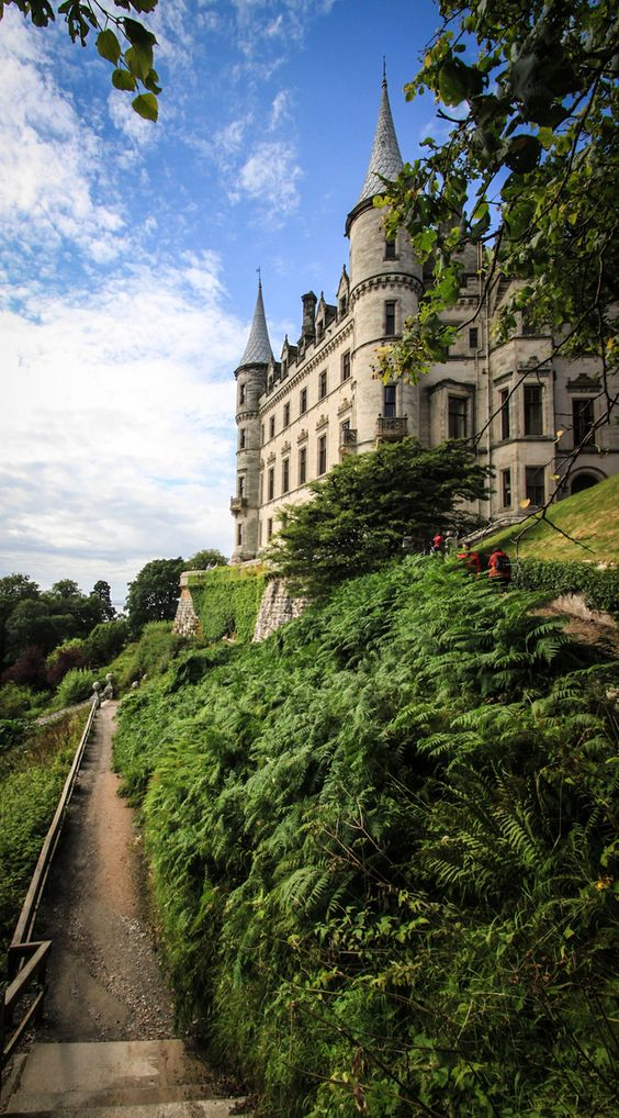 Dunrobin castle is a stately home in sutherland in the Sutherland home