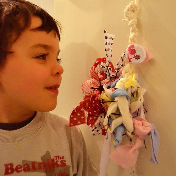 """SÁBADO! Empolgado com a exposição """"Desenho de Fibra"""", Tsu começou a montar uma obra aqui em casa."""