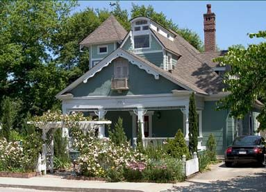 Maison LaVigne is a wonderful bed & breakfast and Eileen is the perfect hostess!  Food and service is exceptional!