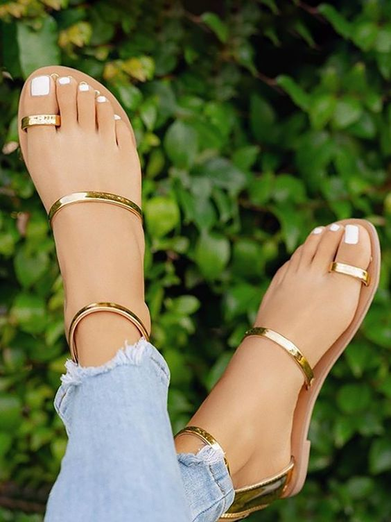 Concise Solid Toe Ring Flat Sandals