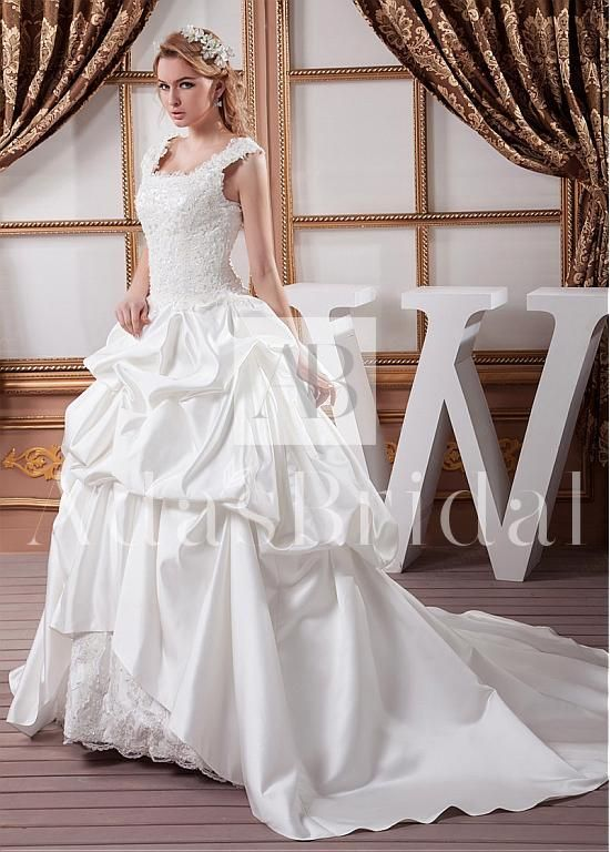 Exquisite Satin Square Neckline Ball Gown Wedding Dresses With Beaded Lace Appliques