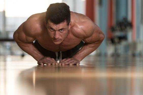胸筋下部と上腕三頭筋を鍛えられる自重トレーニング 自重トレーニング トレーニング 大胸筋 トレーニング