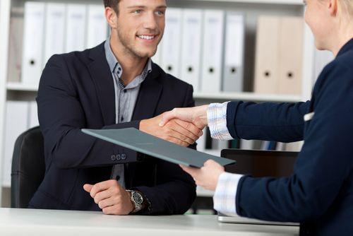 Arbeitszeugnisse und Bescheinigungen sind - vor allem in Deutschland - für die Jobsuche wichtig. Doch Bewerber haben auch ohne Zeugnisse gute Chancen...  http://karrierebibel.de/bewerben-ohne-zeugnis/