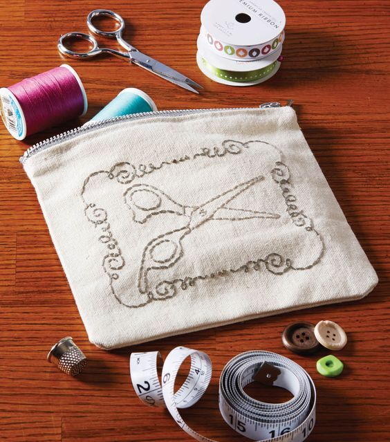 Keep your sewing supplies handy in this adorable embroidered scissors pouch! #sewjoann