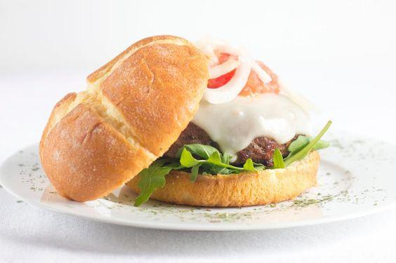 Hamburguesa de presa ibérica y tomate seco con pan brioche de bimbo - myTaste.es