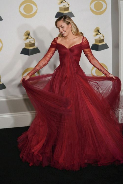Grammys 2018 Zac Posen The Most Magical Dress Miley Cyrus Style Dresses Gowns