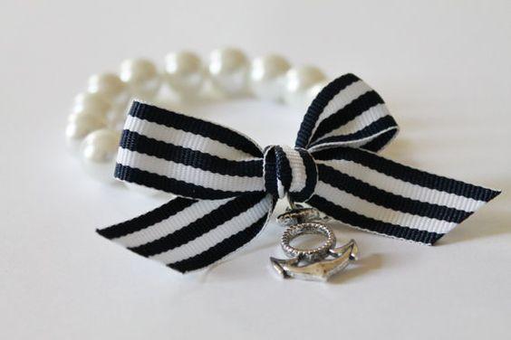 Blanc perle et ancre charme avec Bracelet ruban bleu marine rayé