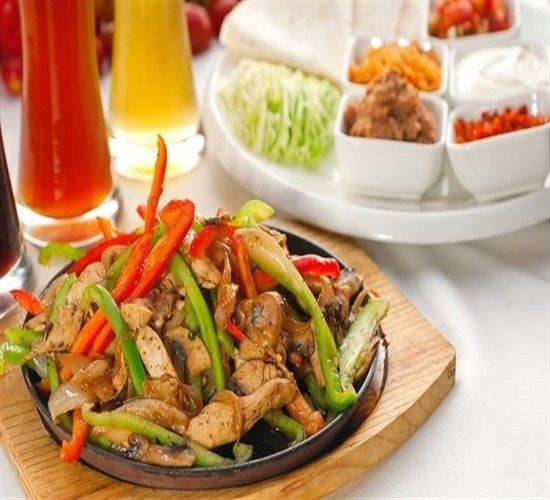 طريقة عمل فاهيتا الدجاج بخطوات سهلة وبسيطة Mexican Food Recipes Chicken Recipes Fajita Recipe