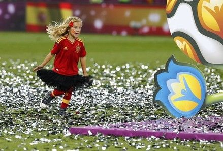 The daughter of Spain's Pepe Reina (not pictured) plays on the pitch after Spain defeated Italy to win the Euro 2012 final soccer match at the Olympic stadium in Kiev July 1, 2012.