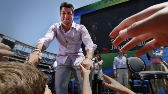 """Tim Tebow draws crowd of 26,000 at the Q"" U-T San Diego (June 17, 2012)"