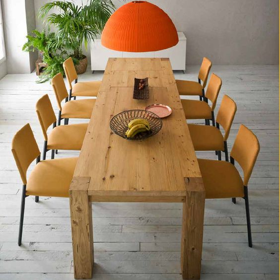 BioAntique Table This table has an ultramodern flair, but it also preserves the traditional elegance of wood. The natural flair of this material makes it a soothing and smart centrepiece in your dining room or kitchen. It's perfect for family dinners.