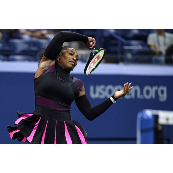 Serena Williams outlasts Simona Halep to reach the semis