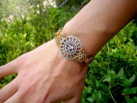 Bracelet ethnique Om̐ en macramé marron et argenté : Bracelet par stonanka