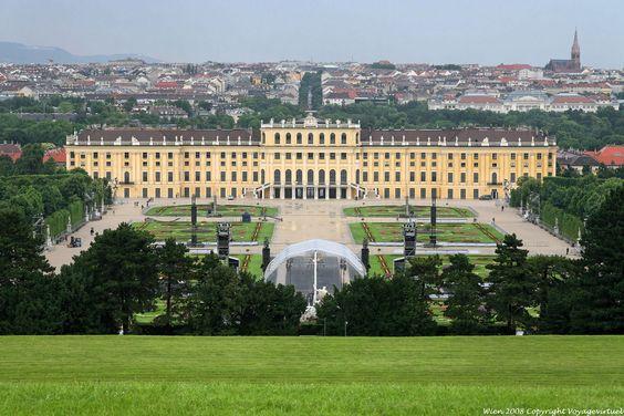 Palais de  Schonbrunn - Vienne - Autriche.  D'ailleurs, pour vos cœurs d'enfants les filles, c'est le palais de la princesse Sisi