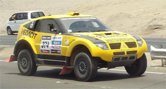 Marco Baumgart Stroczynski und Cincea aus Brasilien mit Mitsubish Pajero auf der Rallye Dakar in Peru.Tag 1.