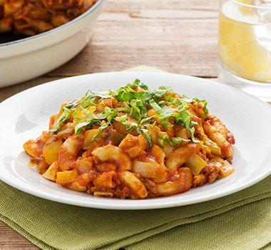 Astuces Vous n'avez pas de poêle allant au four? Mélangez la préparation de bœuf, le macaroni, la passata et l'eau dans un grand bol, puis transférez le mélange obtenu dans un plat de cuisson beurré de 33 cm x 23 cm (3 l).    Substituez l'assaisonnement à tacos vendu en magasin par 1 c. à soupe (15 ml) de poudre de chili et 1 c. à thé (5 ml) de chacun de ces ingrédients : cumin moulu, coriandre moulue, poudre d'ail et sel.