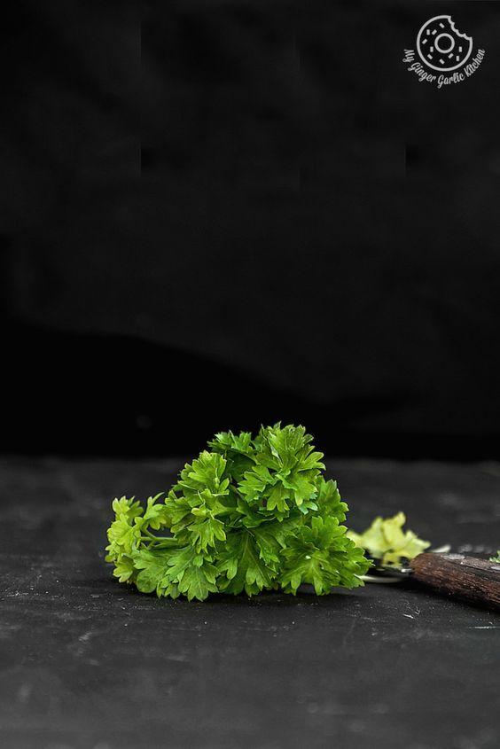 #ingredients #herbs #parsley #foodstyle #foodstylist #whatveganseat #darkmoodphotography #foodie #vegetables #healthyeating #cleaneating #fitness#foodphotography #foodphotographer #foodphotooftheday