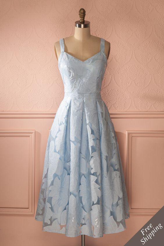 Robe trapèze mi-longue bleu poudre broderies floral paillettes - Light blue sequins embroidered flower mid-length dress