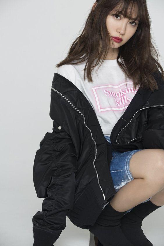デニムスカートのかわいい小嶋陽菜