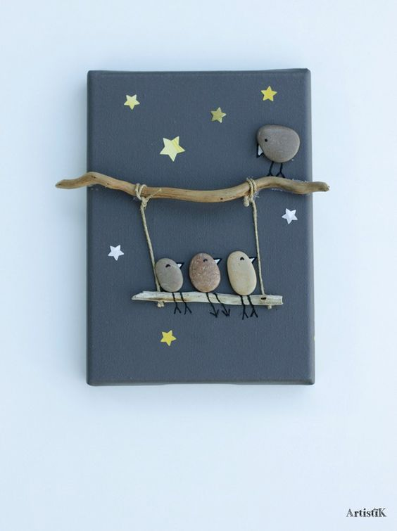 Tableau galets oiseaux bois flotté fond anthracite dessin humoristique petit format