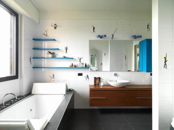 badezimmer bilder weiße wandfliesen badewanne stickers menschen