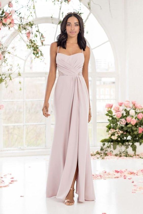 Entdeckt die schönsten Brautjungfernkleider und Looks für eure besten Freundinnen in allen Farben, Stilen und Preiskategorien.