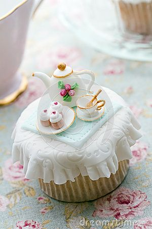 Tea party cupcake by Ruth Black