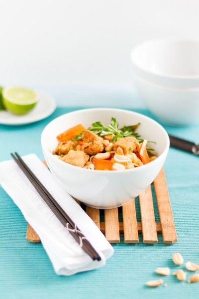 Gebratene Reisnudeln mit Huhn, Gemüse und Ei (Pad Thai) von @haseimglueck