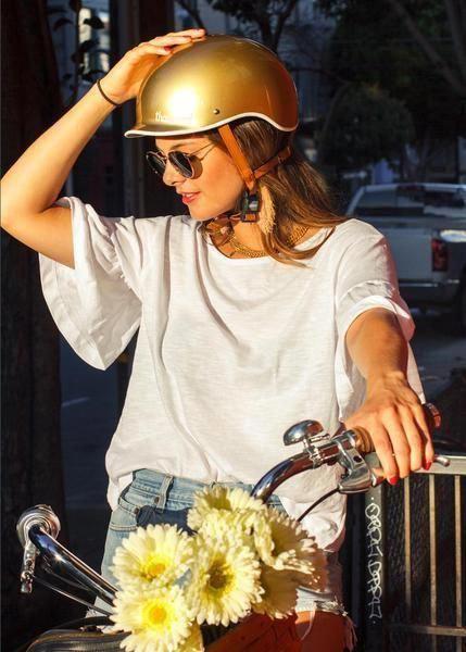 Bern-Fahrradhelm-Damen-gold-Stylisch-Fahrradfahren-Fahrradkorb-mit-Blumenranken