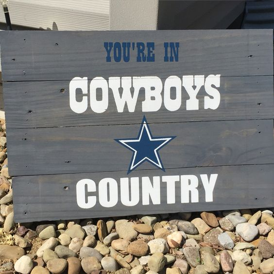 Dallas Cowboys Welcome Home Sign: Wood Stained Dallas Cowboys Pallet Sign! #mancave