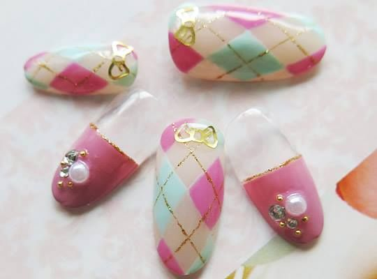 = cute nail art =  明るいカラーと高級パールの組み合わせ。 ちょっぴり気合いのバレンタインネイル♪  http://www.rakuten.ne.jp/gold/nailforall/special.html