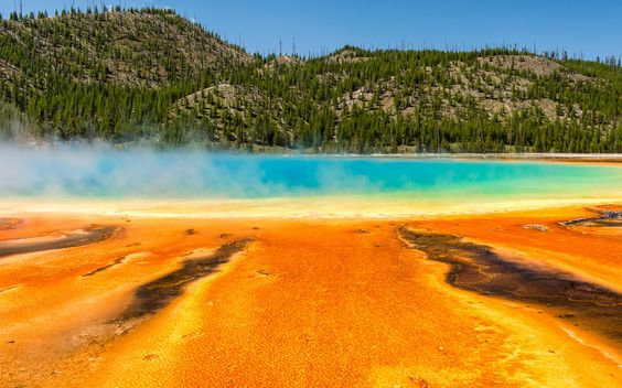 """Grand Prismatic Spring"" #Thermalquelle im #Yellowstone #Nationalpark, #Wyoming, #USA © shutterstock"