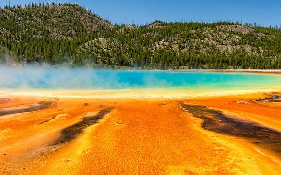 """Grand Prismatic Spring"" #Thermalquelle im #Yellowstone #Nationalpark, #Wyoming, #USA © shutterstock"