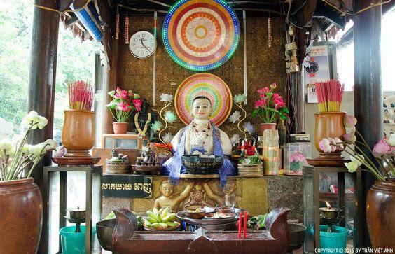 Một miếu thờ khác ở bên ngoài ngôi chùa Wat Phnom