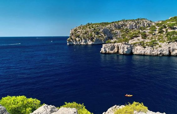 La Méditerranée est la destination parfaite pour les vacances car elle offre un climat chaleureux tout le long de l'année. Romantisme et aventure sont à découvrir une fois en Méditerranée.