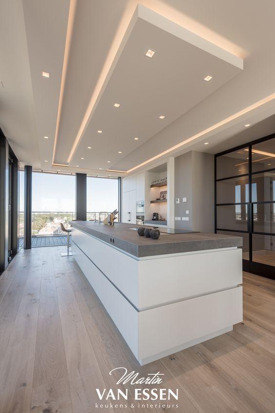 Prachtige strakke keuken modern en in de style van de rest van het interieur wat ook door ons - Whirlpool van het interieur ...