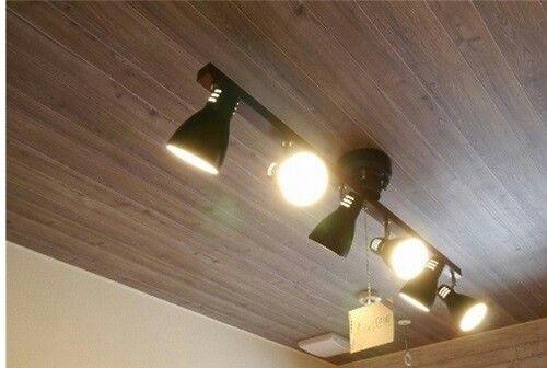 リリカラ Lv 1003 グレーアッシュの板目柄 シャープなお部屋を作りたい場合に有効です 天井照明 木目 壁紙 リリカラ クロス