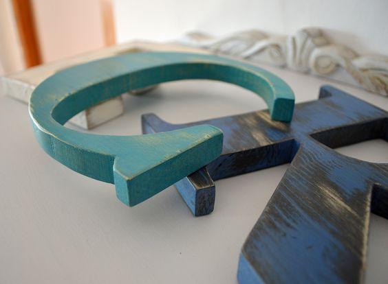 Letras de madera reciclada y pintada con Chlak Pain de Annie Sloan